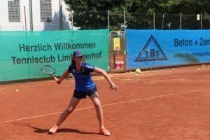 Alicia Karlein spielt für den TCL beim BMW SCHELLER Kreisturnier