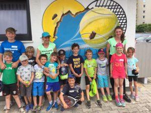 Annette Egartner freut sich mit ihrem Team auf das Sportcamp 2019