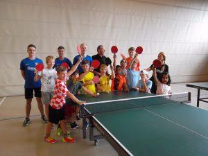 TCL Gruppe vor dem Tischtennistraining 2019 mit Lothar Zickert DJK